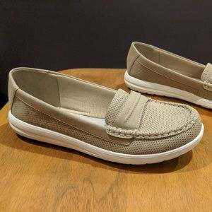 Clarks Cloudsteppers tan boat shoe penny loafer 7W